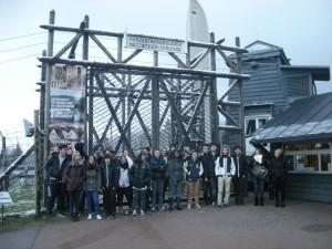 La classe devant l'entrée du camp du Struthof